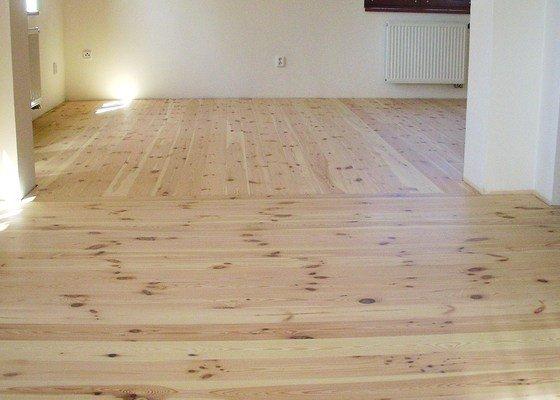 Renovace borovicové podlahy v RD