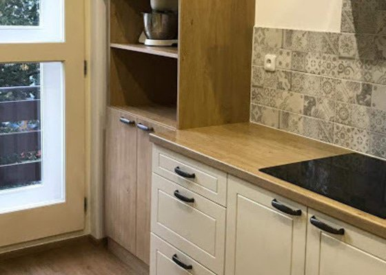 Vestavěné skříně do ložnice a potravinová skříň do kuchyně