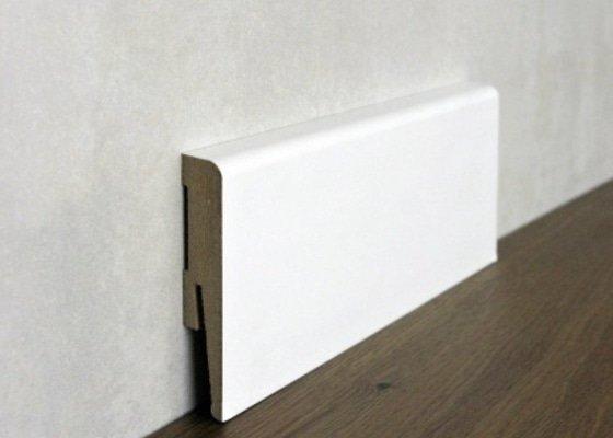 Přilepit interiérové dřevěné lišty cca 10m