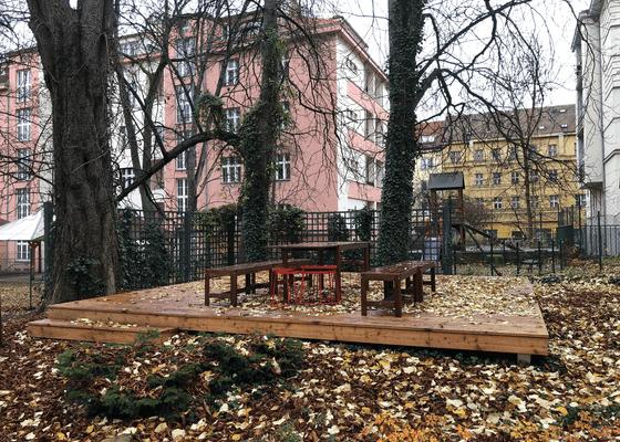 Dřevěná terasa s altánem