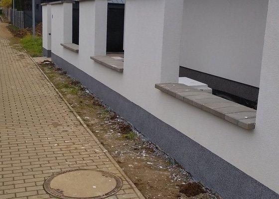 Oprava křivé zdi ze ztraceného bednění, fasáda, marmolit, striešky