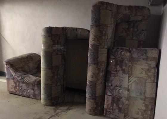 Odvoz starého nábytku do sběrného dvora