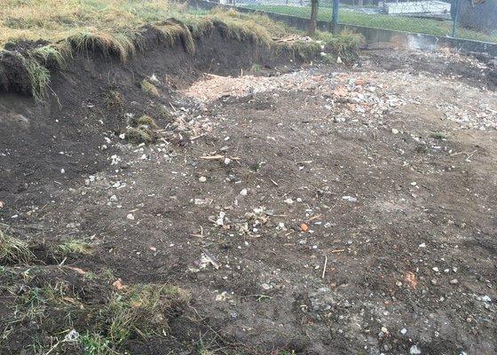 Zbourani zahradni chatky