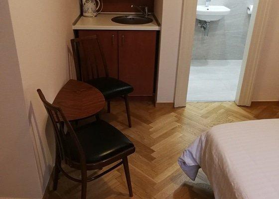 Broušení parket, výměna kuch. desky a dřezu, nedolýhavé špaletové okno