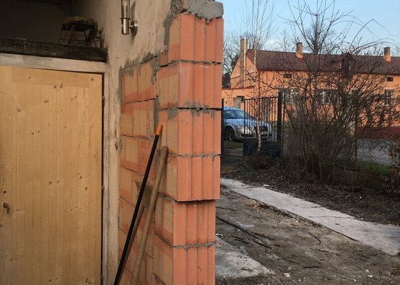 Zbourání garáže přilepené na domek s odvozem suti Praha 9