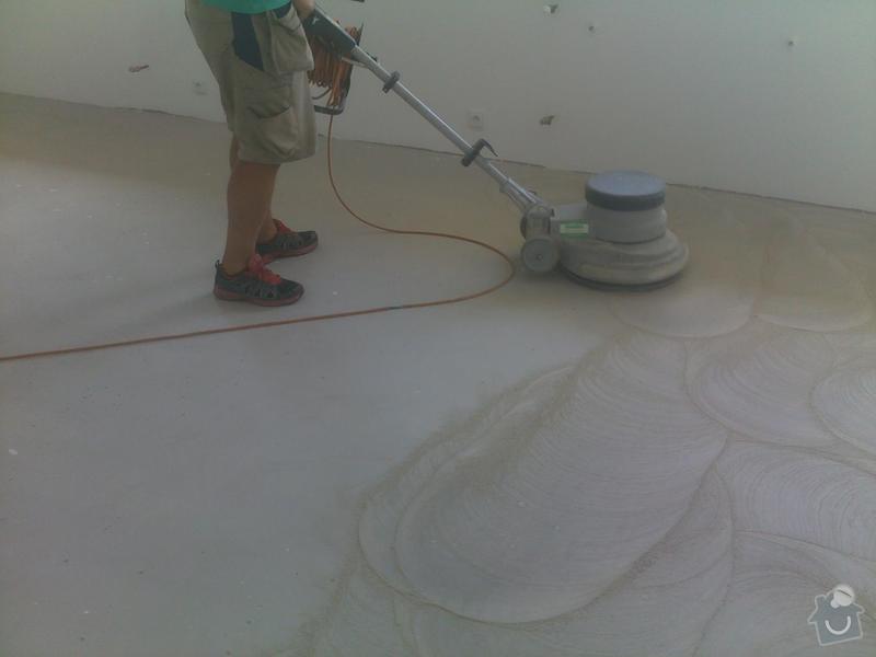 Montáž vinylové podlahy v RD,samonivelační stěrka a montáž obvodových lišt: 08072013557_1_