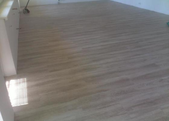 Montáž vinylové podlahy v RD,samonivelační stěrka a montáž obvodových lišt