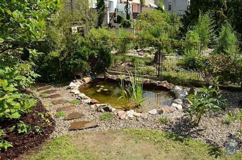 Revitalizace jezírka, skalky a záhonů v horní části zahrady: jezirko_po_revitalizaci_2