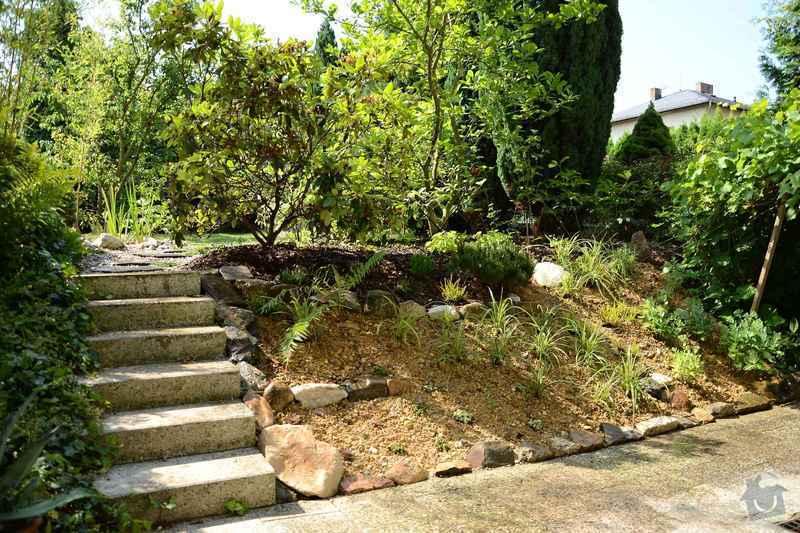 Revitalizace jezírka, skalky a záhonů v horní části zahrady: skalka_po_revitalizaci_1