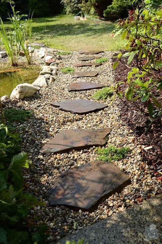 Revitalizace jezírka, skalky a záhonů v horní části zahrady: novy_slapakovy_chodnik
