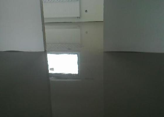 Nivelačí stěrka pod vinylovou podlahu