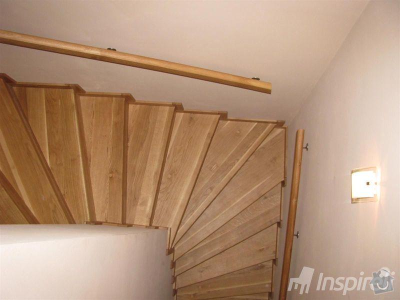 Ocelová konstrukce schodiště, zábradlí ke schodišti a balkonovým dveřím: 14301