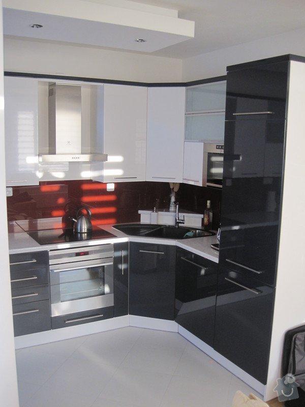 Zařízení interiéru- kuchyně, vestavěné skříně, jídelna, ložnice: IMG_1779