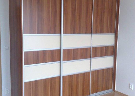 Zařízení interiéru- kuchyně, vestavěné skříně, jídelna, ložnice