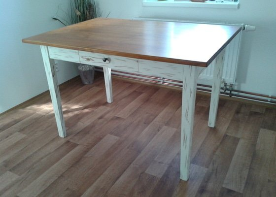 Renovace jídelního stolu