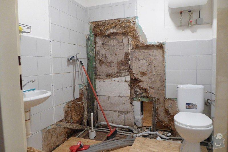 Instalace dvou sprchových koutů, dozdění příčky, částečně i obklady: P1020289