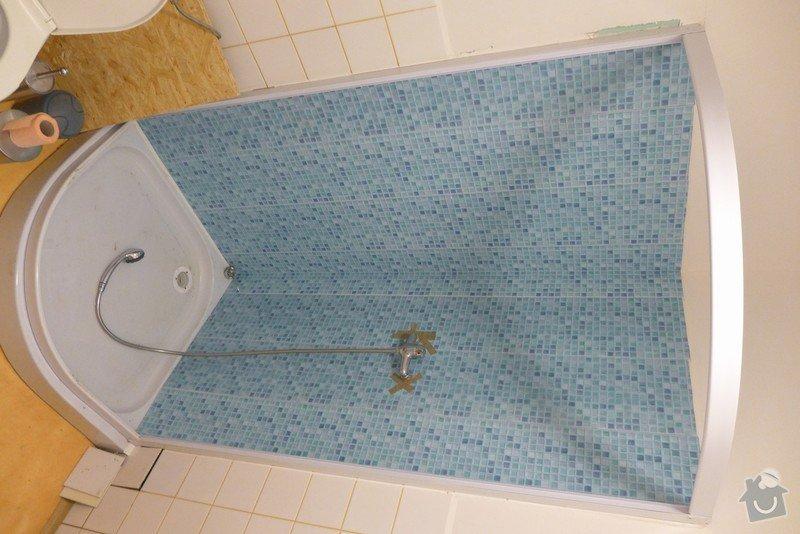 Instalace dvou sprchových koutů, dozdění příčky, částečně i obklady: P1020295