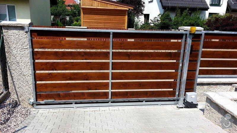 Plot, pojezdová brána a branka: photo