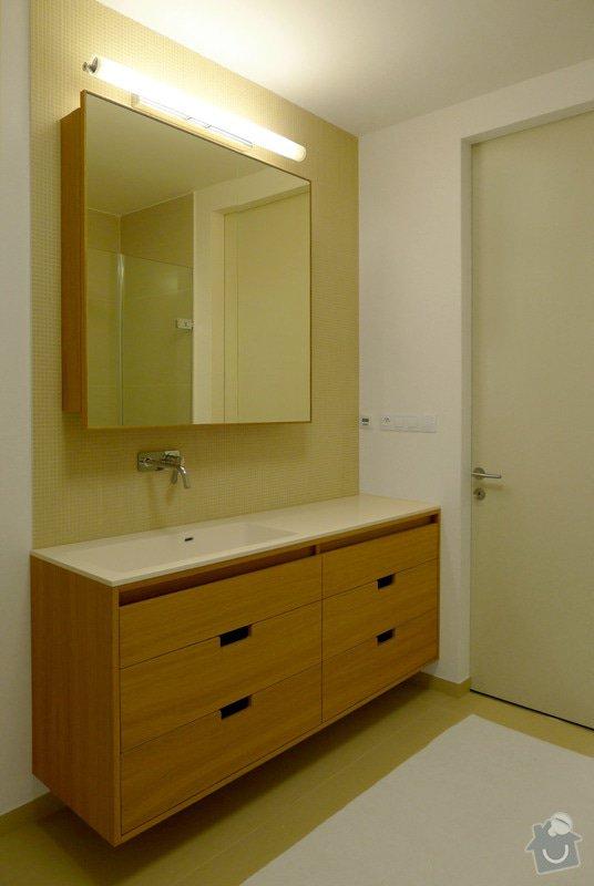 Kuchyňská linka a koupelnový nábytek: 6.1_Umyvadlova_a_zrcadlova_skrinka_z_lakovane_dubove_dyhy