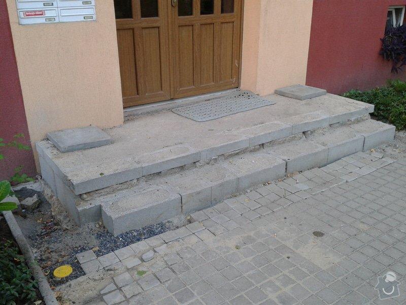 Dokončení vstupního schodiště u panelového domu: 2013-07-17_20.01.21