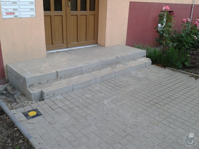Dokončení vstupního schodiště u panelového domu: 2013-07-17_20.02.20