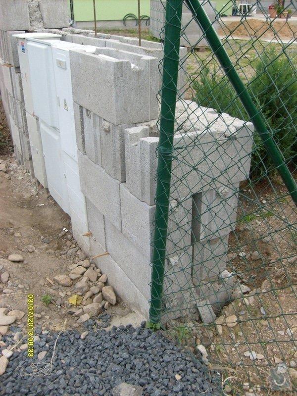 Stavba plotu: Svoboda_-_detail_zednicke_prace_1