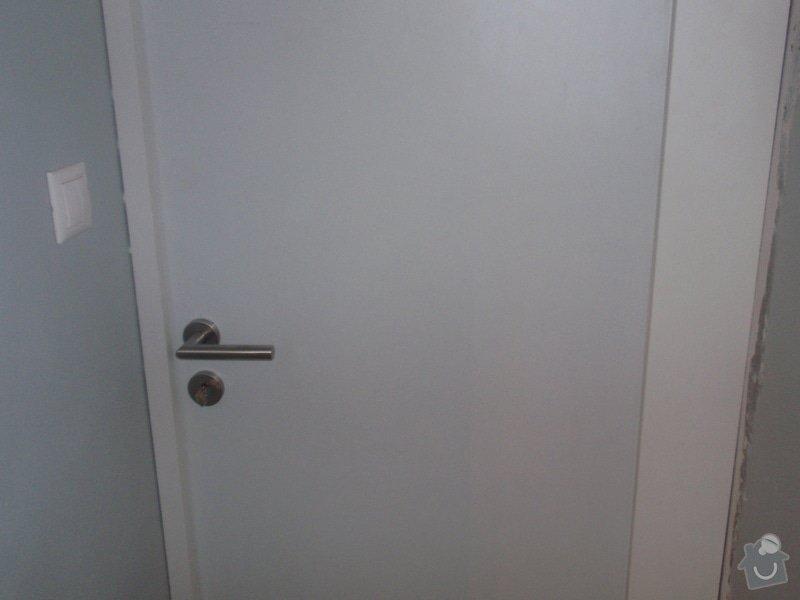 Kuchyňská linka, vest. skříně, bezpolodrážkové dveře: P5280239