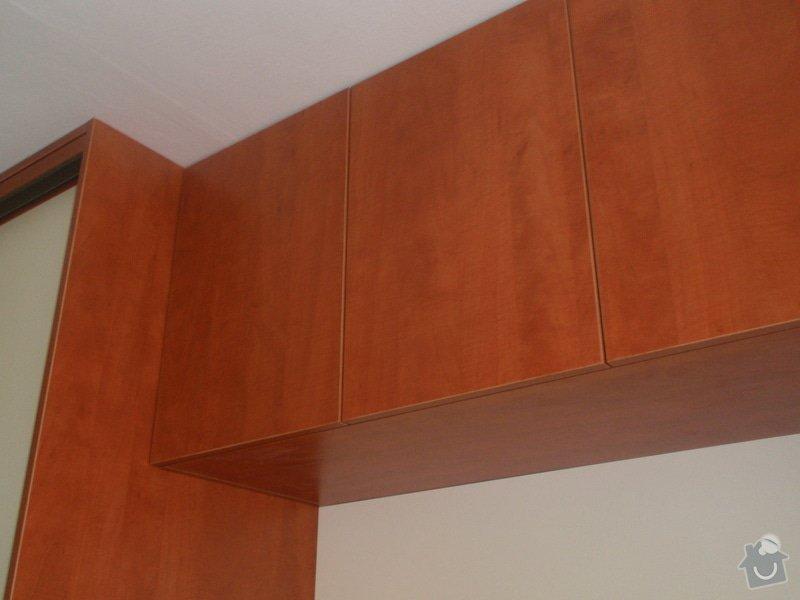 Výroba a montáž vestavěných skříní + postele: P8010264