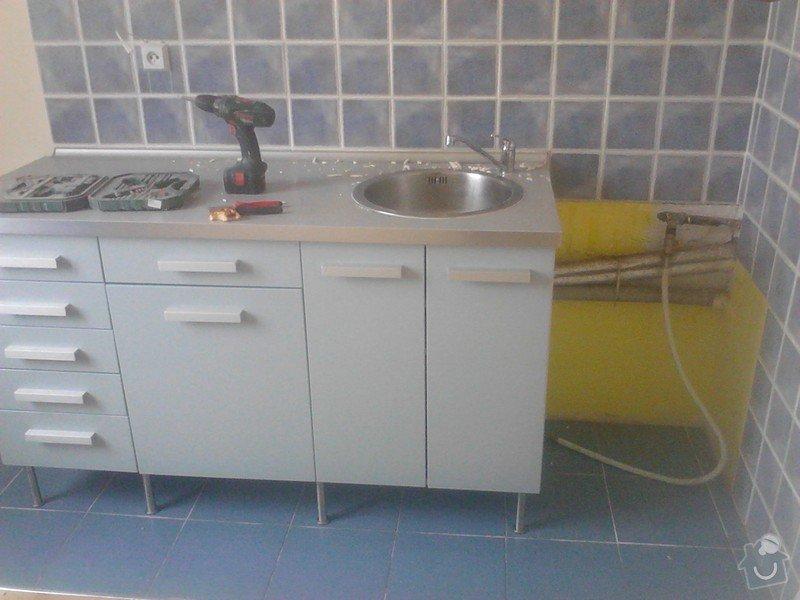Rekonstrukce panelového bytu: puvodni_obklad_kuchyne