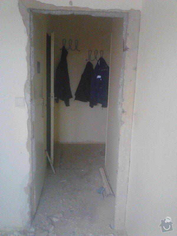 Rekonstrukce panelového bytu: vybourani_starych_zarubni