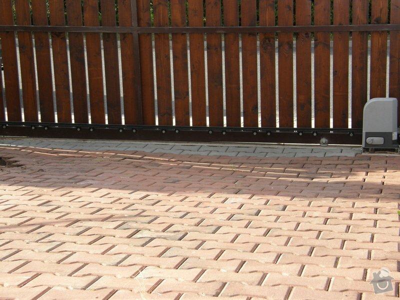 Pokládka zámkové dlažby: 2013-07-31_-_Kanalizacni_sachta_13_