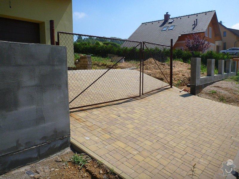 Samonosná brána a branka k rodinnému domu: brana