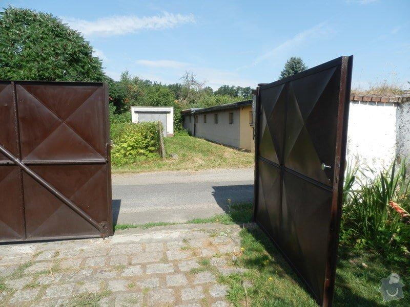 Vjezdová vrata do zahrady: P8060830