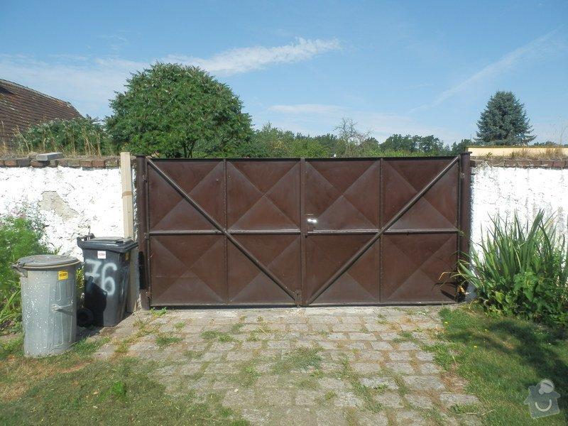 Vjezdová vrata do zahrady: P8060829