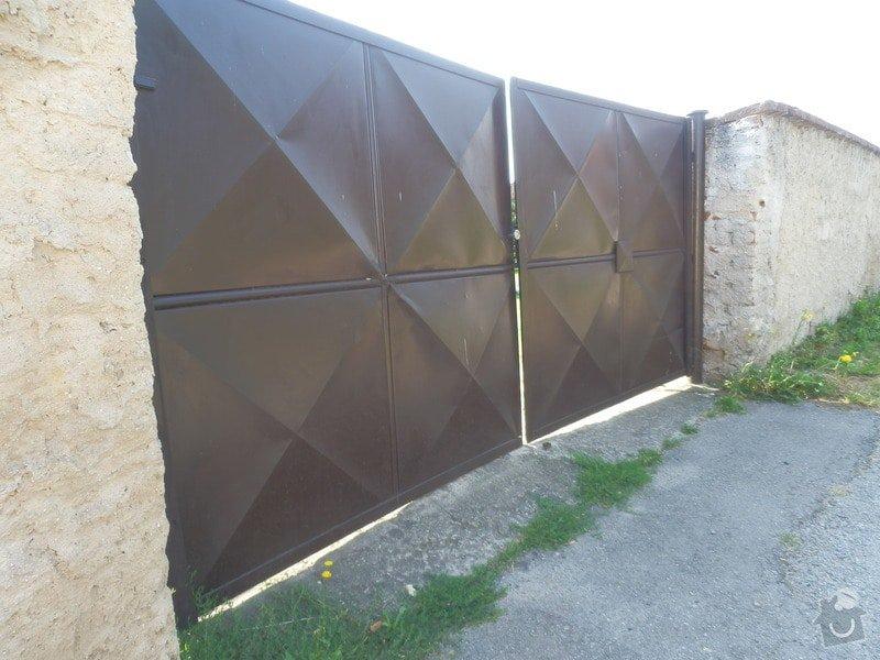 Vjezdová vrata do zahrady: P8060831