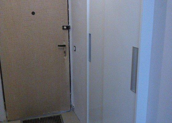 Vestavná skříň/dveře do niky