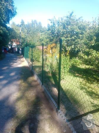 Oplocení zahrady Struhařov: Oploceni_zahrady_v_obci_Struharov_dratene_oploceni_150_cm_s_podhrabovou_deskou_vysky_20_cm_delka_90_bm_branka