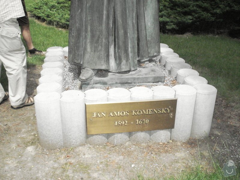 Likvidace betonového soklu po soše: JAK_-_UHRINEVES