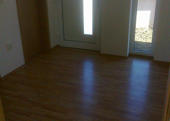 Dodávka a montáž interierových dveří Gerbrich a plovoucích podlah Kronofix dub parketa