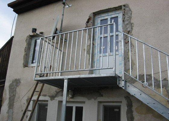 Kovové schodiště s podestou