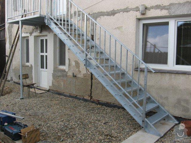 Kovové schodiště s podestou: IMG_3205