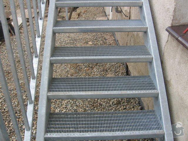 Kovové schodiště s podestou: IMG_3206