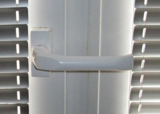 Oprava zavíracího mechanismu dveří