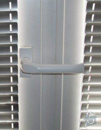 Oprava zavíracího mechanismu dveří: klika