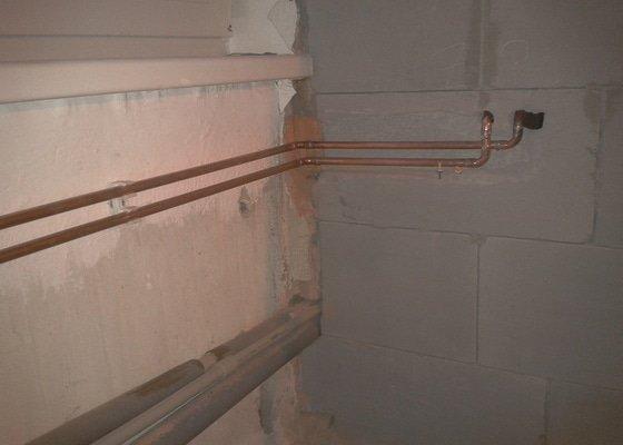 Instalatérská práce - posunutí vedení topení