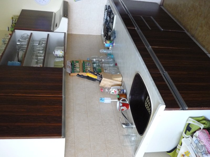Výroba kuchyňské linky: P1100088