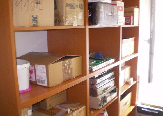 Skříň pro PC techniku, pracovní stůl s kontejnerem