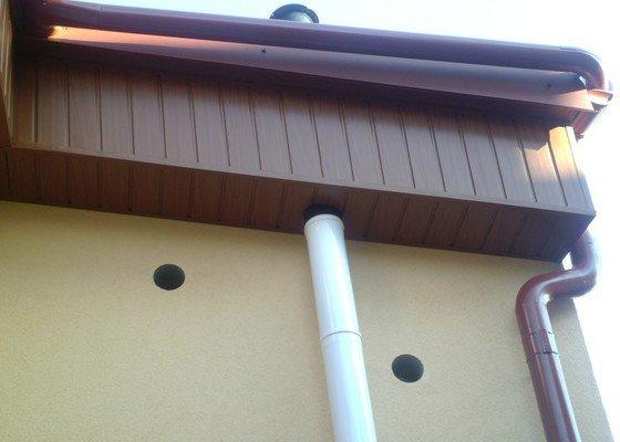 Obklad RD - Podbití přesahu střechy plastovými palubkami