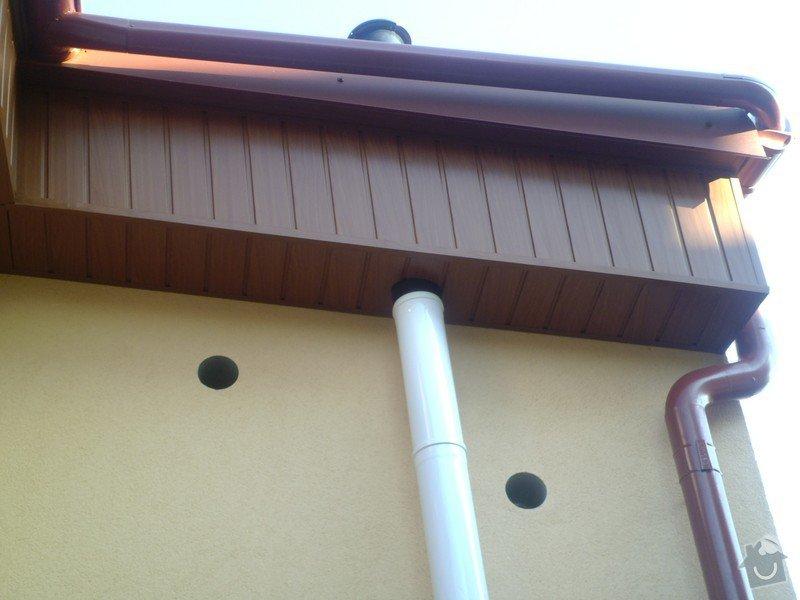 Obklad RD - Podbití přesahu střechy plastovými palubkami: P1010096