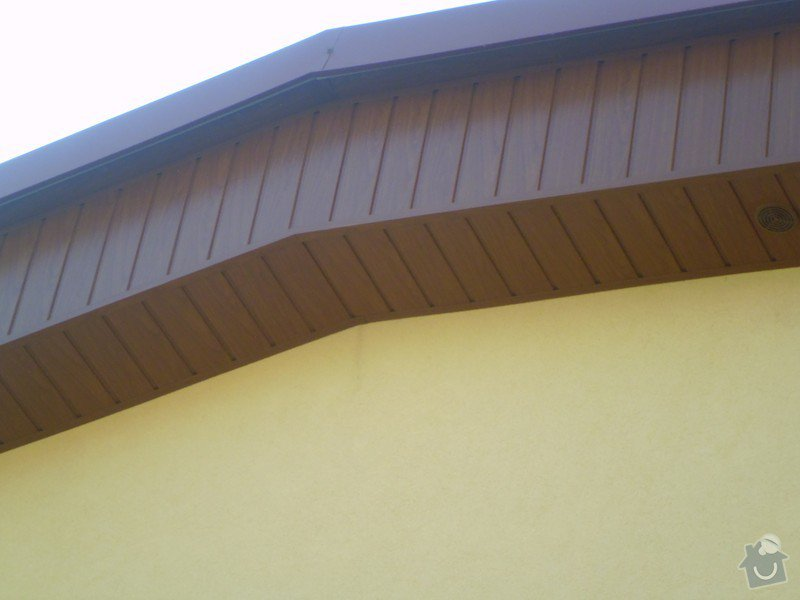 Obklad RD - Podbití přesahu střechy plastovými palubkami: P1010118